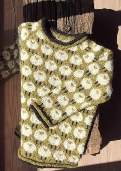 hyggestrik Intarsia Knitting, Baby Cardigan Knitting Pattern, Baby Knitting Patterns, Hand Knitting, Knitting For Kids, Knitting Projects, Creative Textiles, Crochet Clothes, Knit Crochet