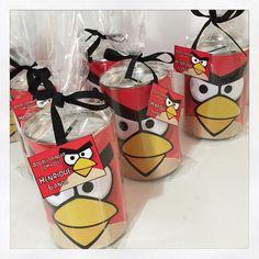 Hj na festa do Henrique, além da decoração da Ra Tchim Bum, com o nosso Pegue e Monte, teve nossas lembrancinhas tb, com estes cofrinhos lindos no tema Angry Birds! #lembrancinhas #personalizados #angrybirds #ratchimbum #novaodessa