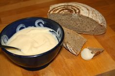 ... domácí tavený sýr... How To Make Cheese, Food To Make, Czech Recipes, Food And Drink, Butter, Pudding, Homemade, Cooking, Desserts