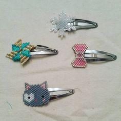"""61 mentions J'aime, 17 commentaires - Sophie (@sophie_rainbow_78) sur Instagram: """"Voici des barrettes que j'ai offertes à ma petite nièce pour Noël... trop contente du résultat!!…"""" Beaded Earrings Patterns, Diy Earrings, Beading Patterns, Seed Bead Jewelry, Seed Bead Earrings, Beaded Jewelry, Barrettes, Beaded Animals, Fuse Beads"""