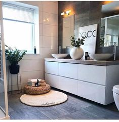 credit Get motivated to design the home of your dreams with our inspiring looks and practical decorating tips. decoration interieur home decoration decoration salon Cottage Style Bathrooms, Luxury Master Bathrooms, Modern Bathroom Tile, Bathroom Styling, Scandinavian Interior, Beautiful Bathrooms, Home Remodeling, Bathroom Remodeling, Sweet Home