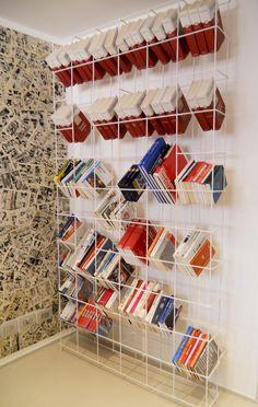 Supporto per libri formato da due reti elettrosaldate