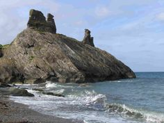 Celticscapes: Black Castle Ruins, Wicklow County Black Castle, Love Ireland, Castles In Ireland, Castle Ruins, Irish Blessing, Celtic Designs, Abandoned, Britain, Grass