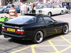Porsche 944S Turbo or maybe even 928S, slammed on super wide Work 18-inch VSXXs with plenty of camber, half cage. Buy price around the same as a Silvia, easy and cheap