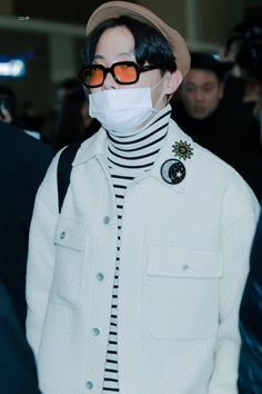 Jung Hoseok, Style Me, Cool Style, Hope Fashion, Poses For Men, Bts J Hope, Airport Style, Airport Fashion, Celebrity Style