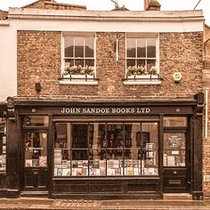 From bookstores that will make you feel like you've stepped into the library from Beauty and the Beast to ones that feel like you've stepped into someone's living room, this list of best bookshops in London covers the beautiful, cozy and unique bookshops. Book Aesthetic, Aesthetic Pictures, Cozy Nook, Book Nooks, Store Fronts, Historic Homes, Book Nerd, Light In The Dark, Beautiful Places