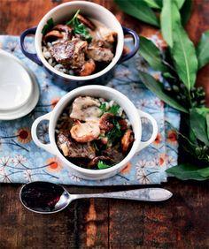 Okseragout med svampe, flødesauce og perlespelt  - Boligliv