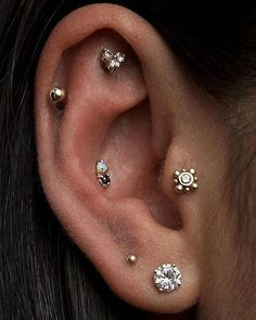 Unique Multiple Ear Piercing Ideas with Jewels - Tragus Stud, Cartilage Studs, H. - Unique Multiple Ear Piercing Ideas with Jewels – Tragus Stud, Cartilage Studs, Helix Studs at MyB - Cool Ear Piercings, Types Of Ear Piercings, Helix Piercings, Multiple Ear Piercings, Septum Piercings, Flat Piercing, Piercing Tattoo, Piercing Implant, Ear Jewelry