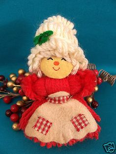. Manado, Baba Marta, Santa Boots, Yarn Dolls, Christmas Knitting, Christmas Projects, Yarn Crafts, Teddy Bear, Easter