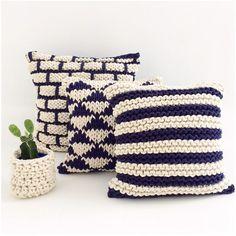 srta.galante Crochet Cushion Cover, Crochet Cushions, Knit Or Crochet, Crochet Pillow Patterns Free, Crochet Mandala Pattern, Knitting Designs, Knitting Patterns, Tooth Fairy Pillow, Crochet Home Decor
