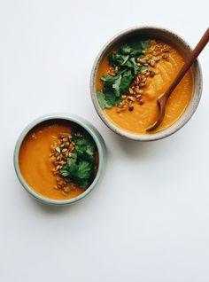 Sopa de zanahorias asadas, jengibre y cúrcuma | Qué Rico Todo