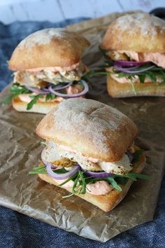 Junk Food To Avoid Skønne Sandwiches Med Tomat Fetacreme og Stegt Kylling – One Kitchen – A Thousand Ideas Snack Recipes, Healthy Recipes, Snacks, Yummy Food, Tasty, Healthy Meals For Kids, Stay Healthy, Foods To Avoid, Pizza
