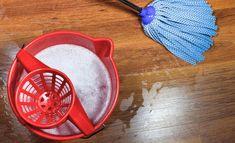Liika saippua ei lähde laminaatin pinnalta helposti, vaan se jymähtää lian päälle. Measuring Cups, Plastic Cutting Board, Cleaning Products, Measuring Cup, Measuring Spoons