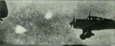 seconda guerra mondiale, i piloti di aerei vengono affiancati da strane sfere di luce