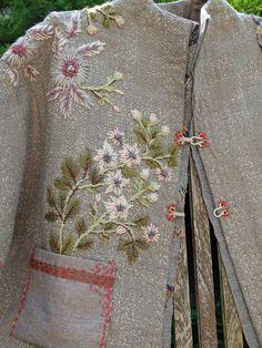 SégoLaine Schweitzer Détail de ma veste fleurie brodée avec de la laine Colbert