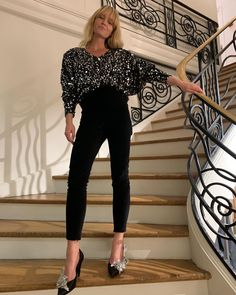 Le Fashion - New Year's Eve outfit, party outfit, sequin top, statement shoes Casual Street Style, Sparkle Outfit, New Years Eve Outfits, Just Style, Haute Couture Dresses, Black Skinnies, Black Pants, Trends, Men Styles