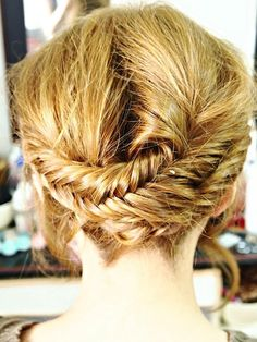 This would also look great with a normal plait/braid in place of the fish-tail