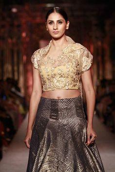 #Fashion #Runway #FashionWeek #Style #Gold #Black #Elegant #Makeup #Sheer #Embroidery #ManishMalhotra