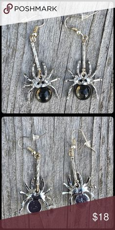 🆕List! Black Spider Dangle Silver Earrings! NEW! Black glass gem. Silver plated. Photos have colors distorted. Not tarnished. Boutique Jewelry Earrings
