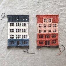 Måske en ide til en Bodum kaffevarmer - sæt en skorsten på, så har du stropp. Easy Blanket Knitting Patterns, Crochet Patterns, Knitting Needles, Free Knitting, Knit World, Knit Art, House Quilts, Knitting Accessories, Knitted Blankets