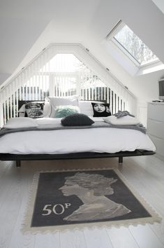 Themed Bedroom Attic Bedroom With Scandinavian Decor With Black Platform Bed Frame And White Wood Scandinavian Drawer And Post Stamp Rug 36 Cozy and Beautiful Scandinavian Bedroom Decor Ideas Attic Master Bedroom, Attic Bedroom Designs, Attic Design, Attic Rooms, Attic Spaces, Bedroom Loft, Bedroom Sets, Attic Loft, Attic Apartment