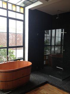 Detalhe do ofurô  na varanda e box aberto para o quarto São Paulo - SP camila shiraiva . ARQUITETA E URBANISTA RESIDÊNCIA IBIRAPUERA