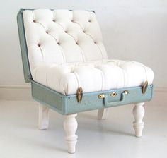 Brilliant!! I want one.. and I wonder if I can make it. 4 wood posts... old suitcase... braces... some foam, buttons and white fabric. One staple gun and VOILA!! Clever.. whoever made this.