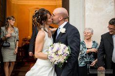 Kiss Bride and Groom I Country Wedding in Como | Michela Rezzonico Wedding Photographer