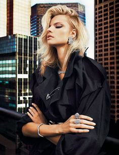 Vogue Paris, février 2013  Magdalena Frackowiak photographiée par Txema Yeste pour la série bijoux Graphique District du numéro de février 2013 de Vogue Paris