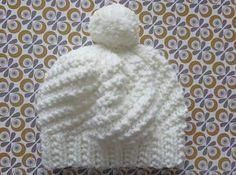 Le bonnet Polar express Bonnet blanc et… Knit Hat Pattern Easy, Crochet Pattern, Knitting Patterns, Hat Patterns, Bonnet Crochet, Crochet Baby, Knit Crochet, Knit Beanie, Baby Knitting