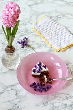 Chocolate cake with sweet violets | midnight dessert