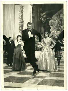 "Cary Grant in director Stanley Donen's ""Indiscreet"". Co-star Ingrid Bergman watching. Golden Age Of Hollywood, Vintage Hollywood, Hollywood Glamour, Hollywood Stars, Classic Hollywood, Cary Grant Wives, Cary Grant Daughter, Cary Grant Randolph Scott, Gary Grant"