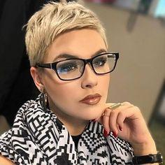 New Pixie Haircut Ideas for 2019 Short Pixie Haircuts, Short Hairstyles For Women, Short Hair Cuts, Pixie Cuts, Hairstyles Haircuts, Grey Hair And Glasses, Short Hair Glasses, Classic Haircut, Hairstyles With Glasses
