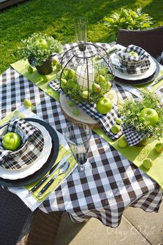 Crisp Black, White and Green Summer Tablescape Crisp Black, Whit. - Crisp Black, White and Green Summer Tablescape Crisp Black, White and Green Summer Tablescape - ? Table Halloween, Beautiful Table Settings, Deco Table, Decoration Table, White Decor, Dinner Table, Outdoor Dining, Cheap Home Decor, Tablescapes
