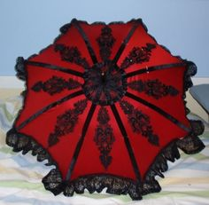 rojo I wish I'd had this for my wedding. Would have been perfect with my red dress and it rained cats and dogs!!