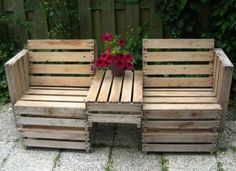 pallet bench... I wonder if this is comfy to sit in tho... Add cushions?