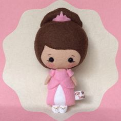 Cute little Cinderella made of wool blend felt. She is about 14 cm tall. !Not recommended for children under 3! Made from a GingerMelon pattern Cenicienta, princesa