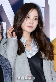 윤소희 Yoon So Hee Yoon So Hee, Korean Actors, Red Velvet, Movie Stars, Kdrama, Beautiful Women, Actresses, Asia, Beauty