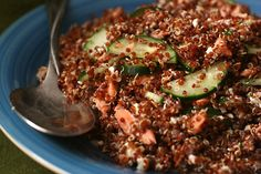 quinoa with salmon, feta, dill - easy Quinoa Salmon, Smoked Salmon Salad, Dill Salmon, Grilled Salmon, Yummy Recipes, Cooking Recipes, Healthy Recipes, Simple Salads, Salmon Dishes