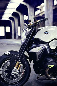 #Bmw #roadster  BMW Motorrad a choisi le Concours d'Elégance Villa d'Este 2014 pour révéler sa nouvelle moto BMW Motorrad Concept Roadster. Avec son design technologique et futuriste, cette moto au moteur très puissant comporte des lumières LED pour ses feux. A découvrir en images - LGMSports.com
