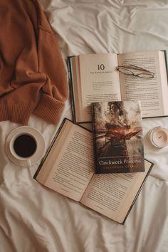Cozy Aesthetic, Cream Aesthetic, Brown Aesthetic, Aesthetic Vintage, Aesthetic Photo, Aesthetic Pictures, Aesthetic Coffee, Emotional Books, Book Wallpaper