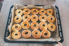 Doughnut, Donuts, Smoothie, Ethnic Recipes, Food, Frost Donuts, Beignets, Essen, Smoothies