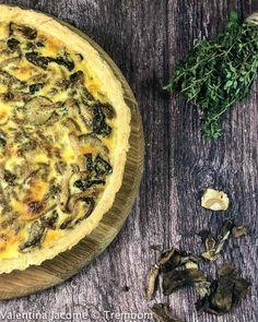 Torta de Cogumelos Selvagens - Trem Bom Savory Tart, Quiches, Breakfast, Desserts, Food, Mushroom Pie, Wild Mushrooms, Train, Herbs