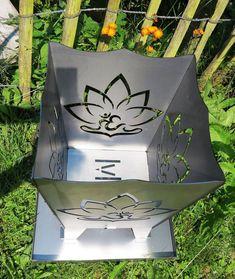 Feuerkorb Lotus onFire mit OM Symbol *Feiere dein Leben am Lagerfeuer* #lichterleben Ayurveda, Treehouses, Lotus, Om, Tote Bag, Beautiful, Lifestyle, Corten Steel, Campfires