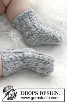 "Baby Booties - Knitted DROPS socks with rib in ""Baby Merino"". - Free pattern by DROPS Design"