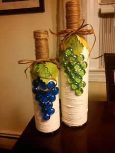 "Botellas decoradas ""Need free bottles? Call to arrange pick up."", ""decorated wine bottles-this is a broken link but I can see how it was made"", ""What Wine Bottle Corks, Glass Bottle Crafts, Diy Bottle, Twine Wine Bottles, Vodka Bottle, Wrapped Wine Bottles, Bottle Labels, Photo Bougie, Wine Craft"
