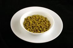 Canned Green Peas – 357 grams - Photos Of 200 Calories On One Plate Best of Web Shrine 200 Calories, Dog Food Recipes, Keto Recipes, Healthy Recipes, Gramm, Whole Eggs, Gummy Bears, Chili Con Carne, Health Foods