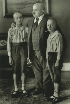 August Sander - Widower with Sons, 1925