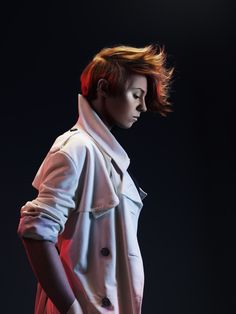 La Roux - color version how does her hair stay like that?  Love it so much!