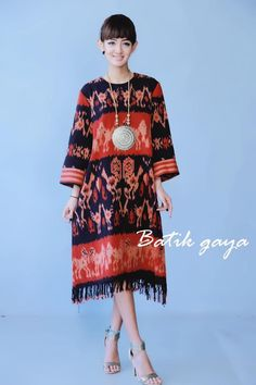 Tenun ikat Blouse Batik, Batik Dress, Batik Fashion, Ethnic Fashion, African Fashion Dresses, Ghanaian Fashion, Fashion Outfits, Mode Batik, Jakarta Fashion Week
